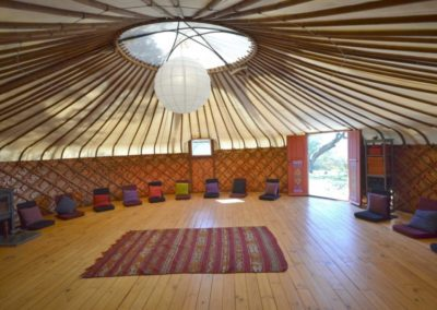 Retreat-yoga-yurt-1024x683